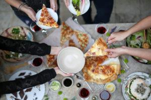 קיש לורן משתלב נהדר בארוחה משפחתית או במפגש חברים. פשוט פורסים לפרוסות ואוכלים בכיף