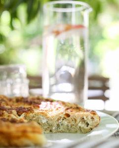 מאפה פילו במילוי חציל קלוי וגבינות