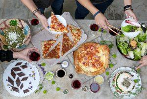 סלט שמככב בכל ארוחה. סלט ירוק עם גבינת עיזים (צילום: אפרת לוזנוב)