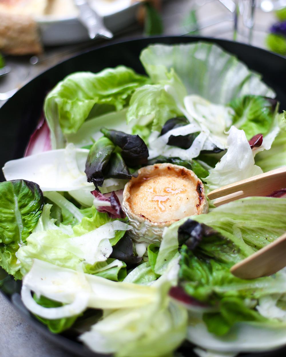 סלט ירוק עם גבינת עיזים וטריק מגניב של אימא שלי. צילום: אפרת לוזנוב