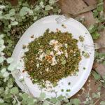 סלט פריקי עם עשבי תיבול, צנוברים וגבינת פטה