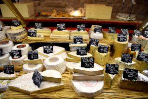 גבינות בלי סוף ליד שוק אליגרה