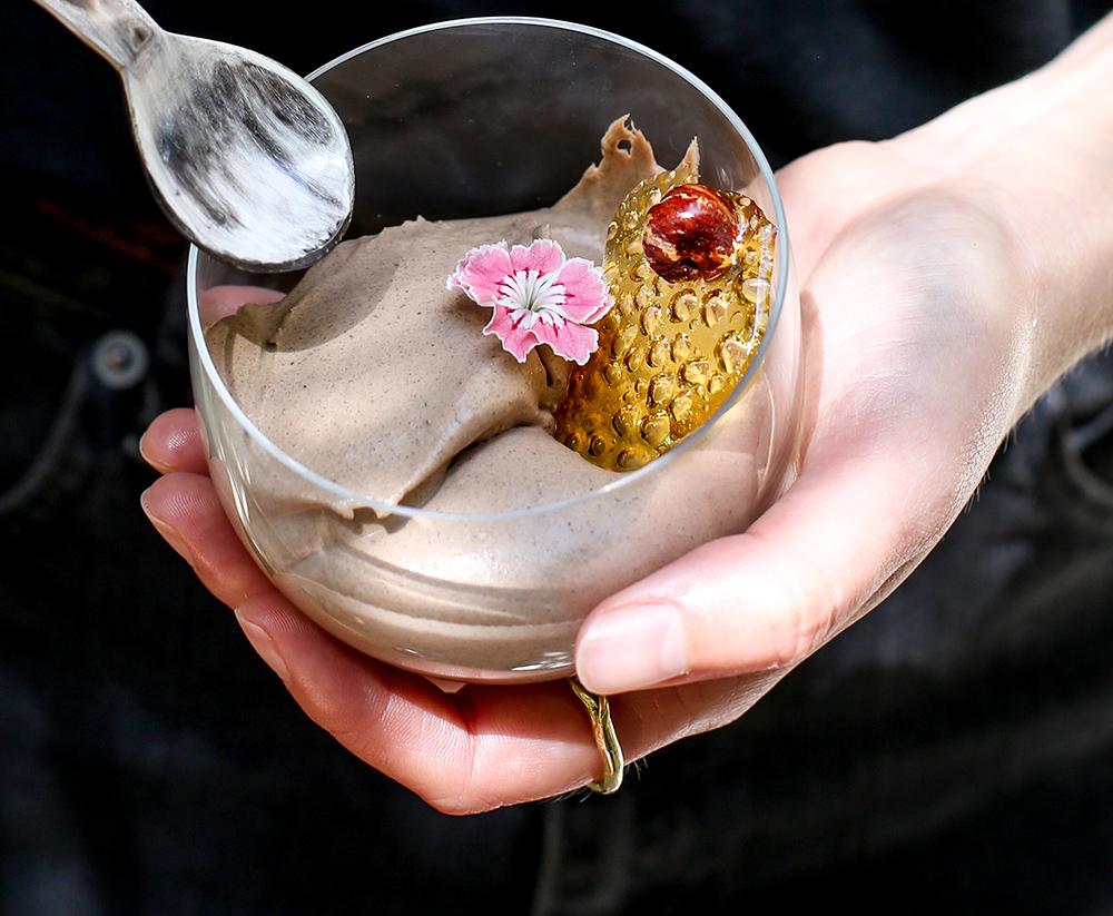 מוס שוקולד אוורירי בקלי קלות מ-4 מרכיבים בלבד. צילום: אפרת לוזנוב