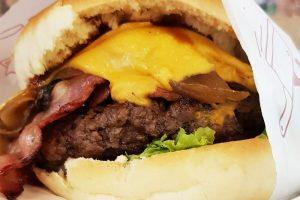 המבורגר נפלא בשוק קוז'יקי