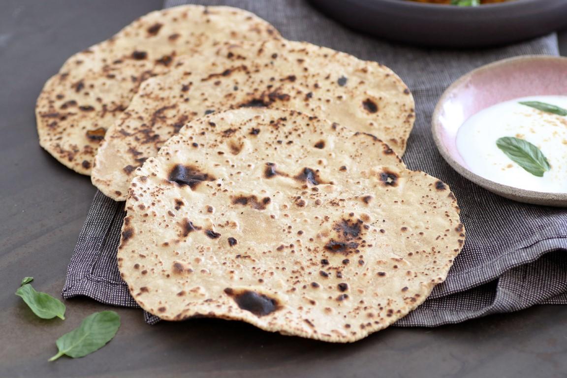 צ'פאטי - הפיתה ההודית שתלווה כל דאל וקארי. צילום: נטלי לוין