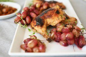 עוף בתנור עם ענבים צלויים