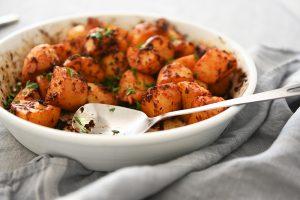 תפוחי אדמה בתנור עם אריסה – איך לימדתי את אימא שלי לאהוב תפוחי אדמה. צילום: אהובה שורצברד