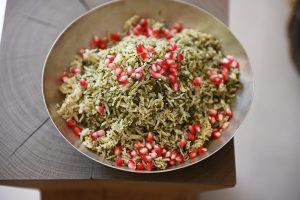 אפוי בתנור ומינימום התעסקות. אורז ירוק עם רימונים (צילום: אהובה שורצברד)