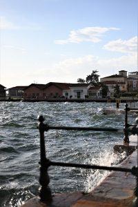 העוצמה של המים. הטיילת המרשימה בסלוניקי (צילום: אהובה שורצברד)