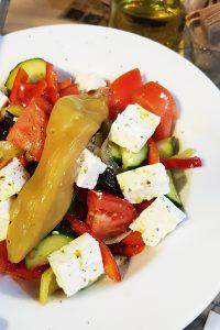 הסלט היווני הראשון בטיול. מסעדת Negroponte
